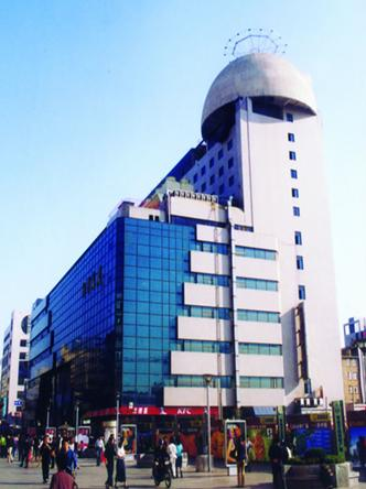 Liqun Department Store locates on the Taidong Commercial Pedestrian Street, covering an area of 26,000 square meters.