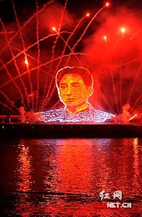 On the evening of Sept. 17, a colorful portrait of Mao Zedong formed by fireworks emerged over Juzi Island in Hunan's Changsha. This giant portrait was 30.8 meters high, 45 meters wide, and lasted for about one minute.