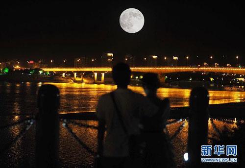 Chinese celebrate Mid-Autumn Festival - China org cn