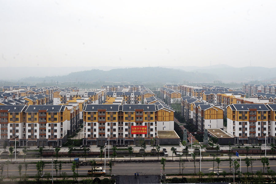The newly built Beichuan County was turned over to the local authority this morning by the construction-assisting party from Shandong. About 1.22 million square meters of relocated houses were built, and the per capita green area reached 16 square meters, which means each resident can get to a public green area within five minutes. [Chengdu Evening News]