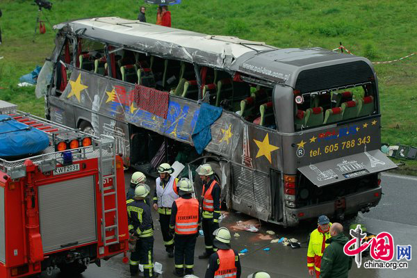 bus accident kills 12 on german highway. Black Bedroom Furniture Sets. Home Design Ideas