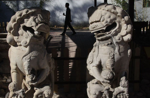 This photo, taken on Monday, Sept 27, shows the stone carvings of Beijing's Yuanmingyuan. Yuanmingyuan, also known as the Old Summer Palace, started a series of commemorative activities on Monday for the 150th anniversary of the looting by foreign powers. 85 stone relics are on display for visitors. [Photo: Xinhua]