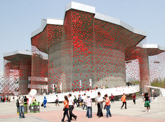 The exterior of Swiss Pavilion at Shanghai World Expo on May 3, 2010. The structure of the building has a roof with vast plantation and supported by two cylindrical columns. [China.org.cn / Xu Lin]
