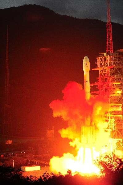 Long March 3C rocket carrying China's second unmanned lunar probe, Chang'e II, lifts off from the launch pad at the Xichang Satellite Launch Center in southwest China's Sichuan Province, at 18:59:57 (Beijing time) on Oct. 1, 2010. (Xinhua/Li Gang)