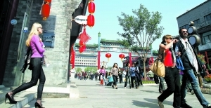 The  Qianmen street attracts numerous tourist each year.
