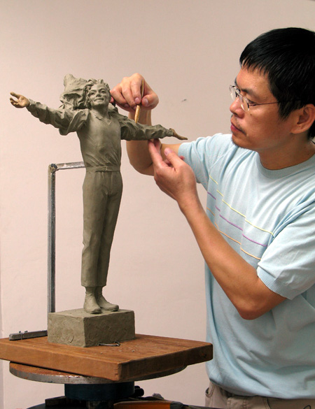 Famous sculptor Lu Zhenkang and his draft of first bronze statue of Michael Jackson in China