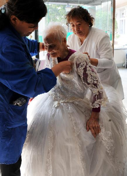 Chen Laikang C Who Is 101 Years Old Dressed Up For