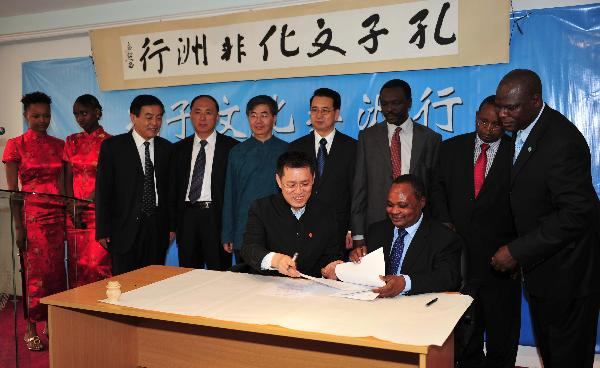 Representatives from the Chinese Deleagtion 'Confucian Culture In Africa' and the Confucius Institute at Kenya's University of Nairobi sign amemorandum of understanding in Nairobi, capital of Kenya, Oct. 19, 2010.
