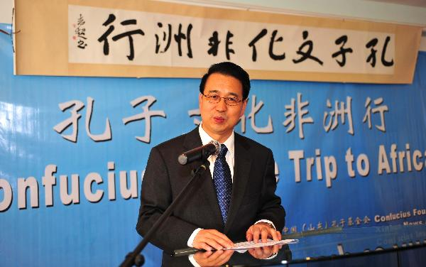 Chinese ambassador to Kenya, Liu Guangyuan speaks in the Confucius Institute at Kenya's University of Nairobi in Nairobi, capital of Kenya, Oct. 19, 2010.
