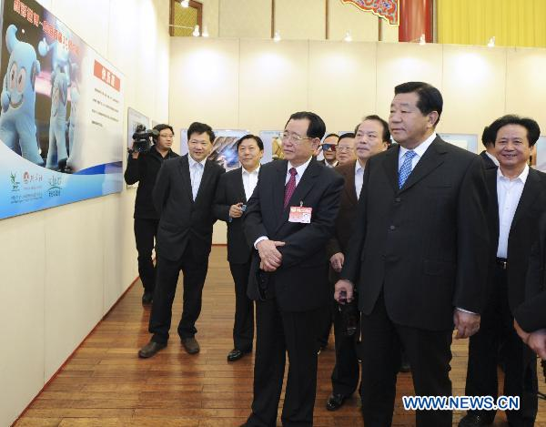 Top Chinese political advisor visits photo exhibition at Expo