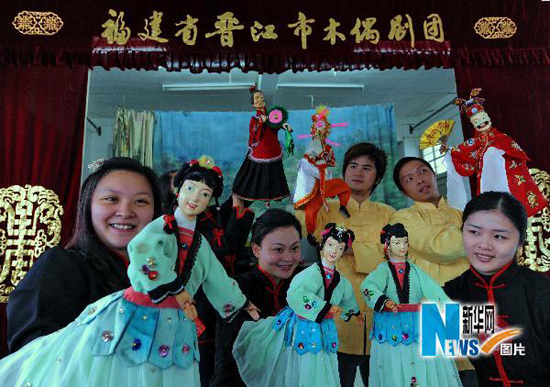 Actors of the Jinjiang Puppet Troupea rehearse a puppet show.
