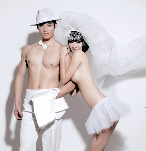 Many couples are now posing naked for their wedding photos in Hohhot