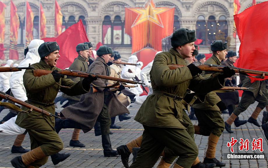 Солдаты ВОВ №25 - Рядовой стрелковых частей РККА в летнем походном обмундировании, 1941 г.