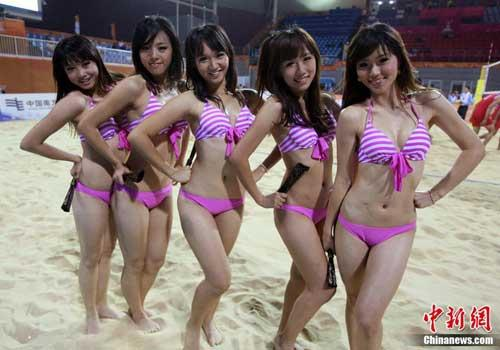 bikini-clad-cheerleaders