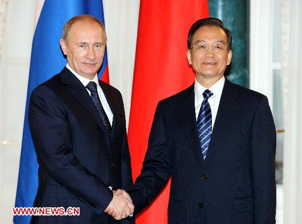 Chinese Premier Wen Jiabao (R) shakes hands with Russian Prime Minister Vladimir Putin in St. Petersburg, Russia, Nov. 23, 2010. [Xinhua]