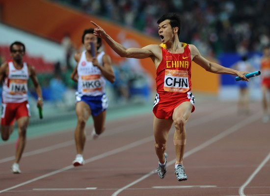 Chinese athlete Lao Yi (R) celebrates as he dashes to the finish line first in the 4x100m relay final at the 16th Asian Games in Guangzhou, South China's Guangdong Province on Friday, November 26, 2010. [Photo: Xinhua]