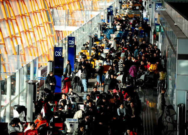 Many passengers are stuck in the Beijing Capital International Airport on Sunday after flights to snowstorm-hit Shenyang, capital of Liaoning province, are canceled. [Photo/provided to China Daily]