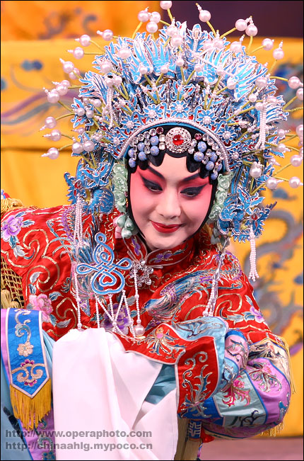 The over 200-year-old Peking Opera, which combines instrumental music, vocal performances, mime, dance and acrobatics, was recognized as an intangible cultural heritage last month by the United Nations Educational, Scientific, and Cultural Organization (UNESCO).