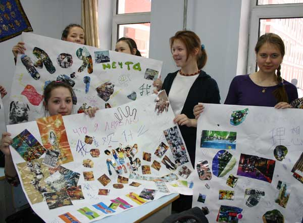 Russian students show collages featuring Chinese words at the No 1 Middle School in Heihe city in northeast China's Heilongjiang Province in April.