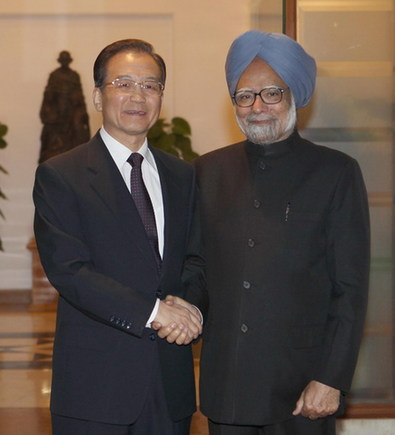Chinese Premier Wen Jiabao (L) shakes hands with India's Prime Minister Manmohan Singh before their meeting in New Delhi Dec 16, 2010. [Xinhua]