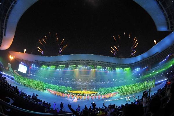 Dancers perform during the closing ceremony for the Guangzhou 2010 Asian Para Games in Guangzhou, capital city of south China's Guangdong Province, on Dec. 19, 2010. (Xinhua/Chen Yehua)