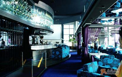 Tianzun Bar is located on the ninth floor of Qindao Building.