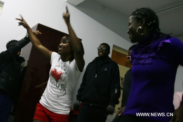 Seventeen-year-old Nigerian Adeola (2nd L) dances with her classmates to celebrate Christmas Eve at Wuqiao Acrobatic Art School in Wuqiao County, north China's Hebei Province, Dec. 24, 2010.