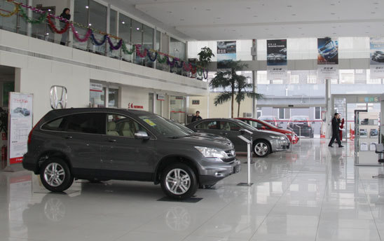 Car dealers in Beijing may lay off up to 70 percent of their sales staff in the wake of measures to limit new car sales and improve traffic.