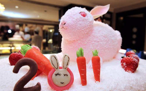 A bakery in Nantong, east China's Jiangsu Province displays a cake in the shape of a rabbit, specially designed for the Year of the Rabbit, Dec 23, 2010.