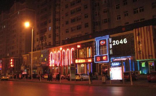 Lake Street is one of the most famous bar streets in Yinchuan, lined with various kinds of bars and clubs.