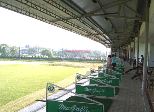 Located in the Zhongshan Park, northwest of Yinchuan City, Zhongshan Park Golf Club is famous for its excellent environment and advanced facilities.