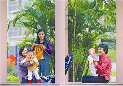 A nationwide survey conducted by CCTV shows that 44.7 percent of Chinese are happy or very happy.