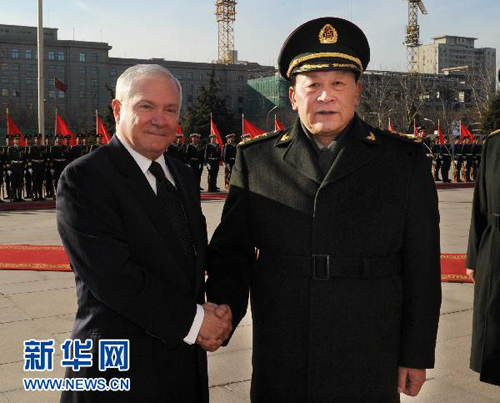 Chinese Defense Minister Liang Guanglie met with US Defense Secretary Robert Gates in Beijing on January 10, Xinhua reported.