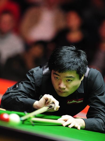 Ding Junhui of China plays a shot during his quarter-final match against Graeme Dott of Scotland in 2011 Snooker Masters held at the Wembley Arena in London, Britain, Jan. 13, 2011. Ding won 6-2 to enter the semi-finals. (Xinhua/Zeng Yi)