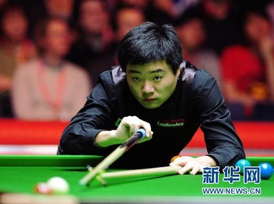 Chinese sensation Ding Junhui defeated Marco Fu from China's Hong Kong 10-4 at Wembley Arena on Sunday, becoming the first ever Chinese to win the Snooker Masters. [Xinhua]