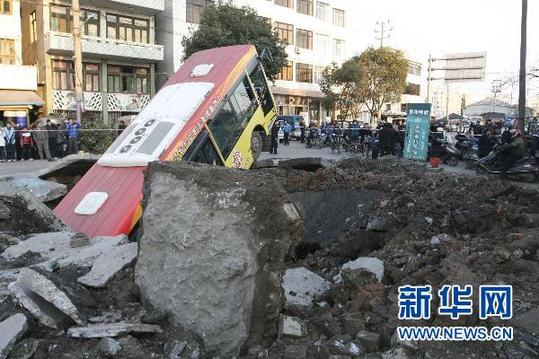 An explosion ripped open a two-meter-deep, 6-meter-wide hole on Ruiguang Road in Rui'an City, Zhejiang Province at about 4:00 p.m. Sunday. A passing bus was tossed four meters high before dropping into the crater.