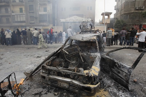 A burnt police car wreckage is left at a police station in Cairo, Egypt on Saturday, January 29, 2011. [Xinhua]