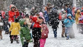 Heavy snow cloaks in E. China