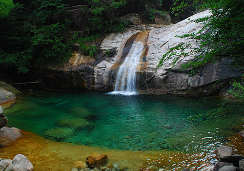 Emerald Valley is located at the northern foot of Huangshan Mountain. [uutuu.com]