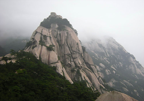 Tianzhu Mountain is located within the boundaries of Qianshan County, Anqing City of Anhui Province. [yiqiyou. com]