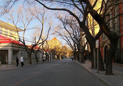 Dongjiaominxiang, over 3,000 meters long, is the longest hutong in Beijing. [Beijing.cn]