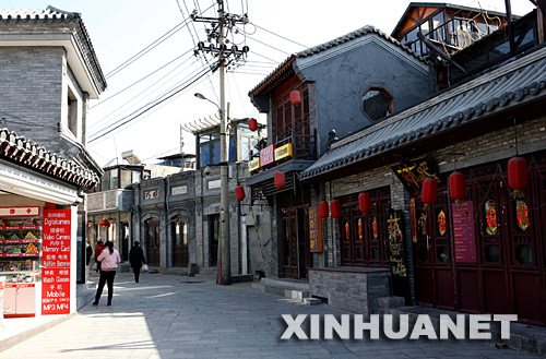 Yandaixie Street, literally meaning 'Skewed Tobacco Pouch Street', is located in the north of Xicheng District. [xinhua.net]