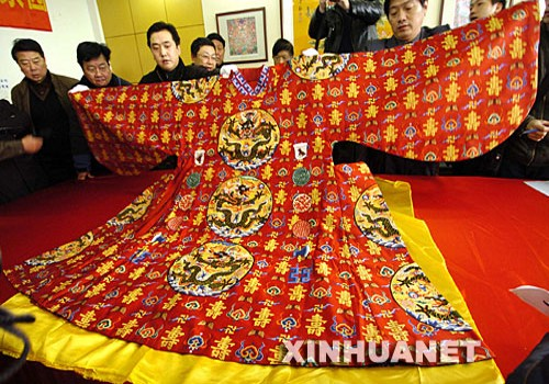 It is Chinese people that invented how to harvest the silk and use it in clothing and paper thousands years ago. [xinhuanet.om]