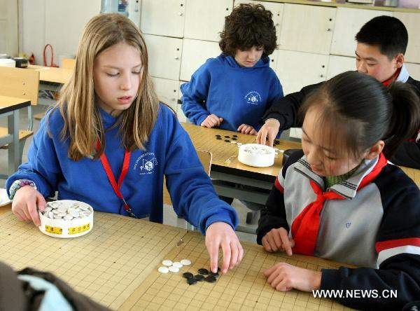 Students from the U.S. have have discussions at Blue Tassel School in Suzhou, east China's Jiangsu Province, March 9, 2011. A total of 15 students from a school in Portland, the U.S., arrived in Suzhou to spend one week learning Chinese language, pottery arts, paper cuttings, etc.