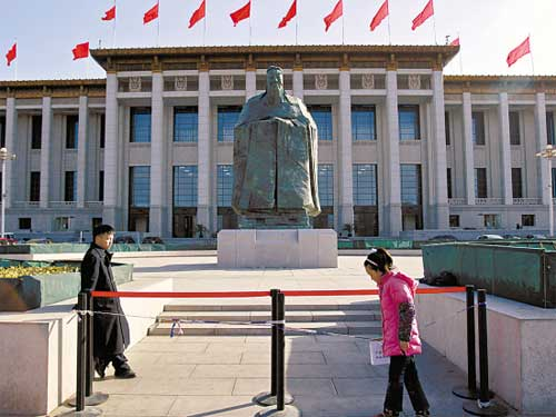 The erection of a huge Confucius statue in front of the National Museum of China has nothing to do with politics.