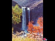 Located in northeast China's Jilin Province, Changbai Moutains is a national 5A-level destination well-known for snow scenery and numerous mineral springs. It boasts marvelous lakes, spectacular falls, amazing hot springs, thick forest and rare animals. [Courtesy of Changbai Mountain Tourist Administration]