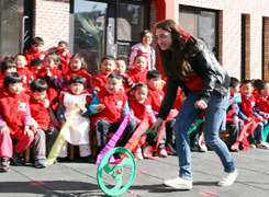 Swedish students join Chinese traditional games