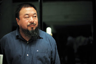 Ai Weiwei, shown in this file picture, has not been seen since Sunday when he was en route to Hong Kong,according to overseas reports.[File photo]