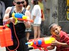 Thai water gun fight sets new record