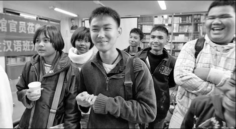 Increasing numbers of Laos students are studying Chinese.